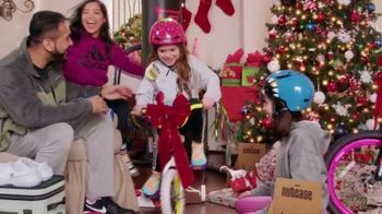 Academy Sports + Outdoors TV Spot, 'Holidays: Give the Gift of Fun: Fleece, Coolers and Basketballs' - Thumbnail 9