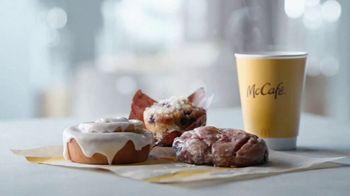 McDonald's Bakery Sweets TV Spot, 'Apple Fritter: Behold' - Thumbnail 7