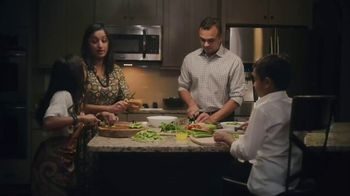 Chinet TV Spot, 'Holidays: Around the Table' - Thumbnail 4