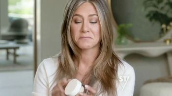 Aveeno Calm + Restore Oat Gel Moisturizer TV Spot, 'Chat With Sabrina' Featuring Jennifer Aniston - Thumbnail 7