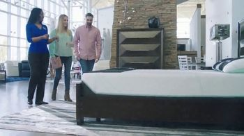 Rooms to Go Holiday Sale TV Spot, '$495 Queen Mattress' - Thumbnail 2