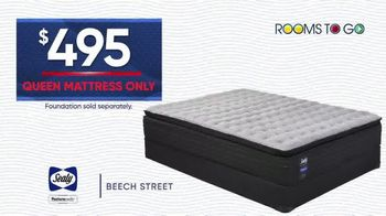 Rooms to Go Holiday Sale TV Spot, '$495 Queen Mattress' - Thumbnail 5