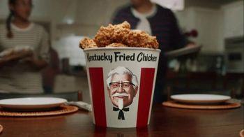 KFC $20 Fill Up TV Spot, 'Talking Bucket' - Thumbnail 1