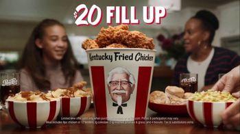 KFC $20 Fill Up TV Spot, 'Talking Bucket' - Thumbnail 10