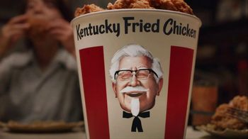 KFC $20 Fill Up TV Spot, 'Talking Bucket' - Thumbnail 6