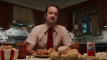 KFC $20 Fill Up TV Spot, 'Talking Bucket' - Thumbnail 7