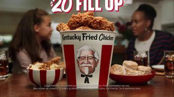 KFC $20 Fill Up TV Spot, 'Talking Bucket' - Thumbnail 9