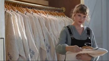 Capital One TV Spot, 'Cardigan' Featuring Taylor Swift - Thumbnail 7