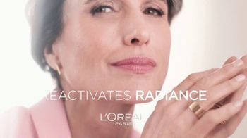 L'Oreal Paris Skin Care Age Perfect Rosy Tone Night Cream TV Spot, 'Wake Up Rosy' Featuring Andie MacDowell - Thumbnail 7