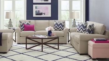Rooms to Go Holiday Sale TV Spot, 'Chic Five Piece Living Room Set: $1,499' - Thumbnail 4