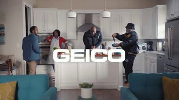 GEICO TV Spot, 'Tag Team Helps With Dessert' - Thumbnail 8
