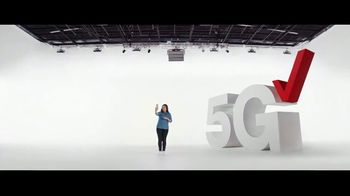 Verizon TV Spot, 'Fiestas: iPhone 12 Pro Max: con cuatro planes Unlimited' [Spanish] - Thumbnail 3