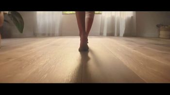 Lumber Liquidators TV Spot, 'Bellawood Oak Floor: Free Samples' Song by Electric Banana - Thumbnail 3