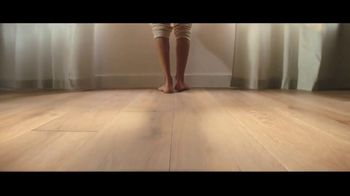 Lumber Liquidators TV Spot, 'Bellawood Oak Floor: Free Samples' Song by Electric Banana - Thumbnail 5