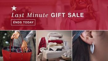 Macy's Last Minute Gift Sale TV Spot, 'Amazing Gifts' - Thumbnail 2