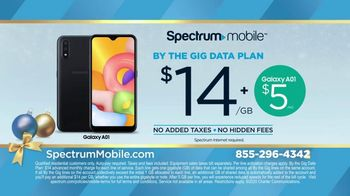 Spectrum Mobile TV Spot, 'Holidays: The Gift of Spectrum: By the Gig Data Plan' - Thumbnail 8