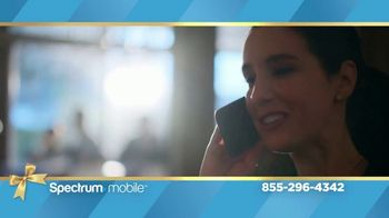Spectrum Mobile TV Spot, 'Holidays: The Gift of Spectrum: By the Gig Data Plan' - Thumbnail 3