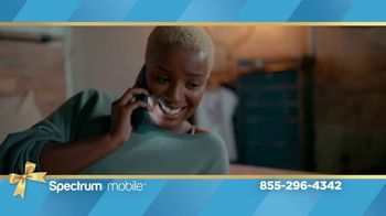 Spectrum Mobile TV Spot, 'Holidays: The Gift of Spectrum: By the Gig Data Plan' - Thumbnail 4