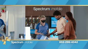 Spectrum Mobile TV Spot, 'Holidays: The Gift of Spectrum: By the Gig Data Plan' - Thumbnail 6
