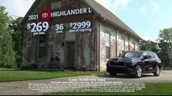 Toyota Run the Numbers Winter Event TV Spot, 'Start With One: Highlander' [T2] - Thumbnail 9