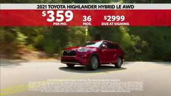 2021 Toyota Highlander TV Spot, 'Western Washington Road Trip: Serious Power' Ft. Ethan Erickson [T2] - Thumbnail 9