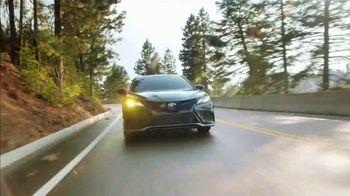 2021 Toyota Camry TV Spot, 'Western Washington Road Trip: Power and Style' Ft. Ethan Erickson [T2]  - Thumbnail 9