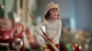Big Lots TV Spot, 'Holidays: Jingle Deals: Dearfoarms Slippers' Song by Montell Jordan - Thumbnail 4