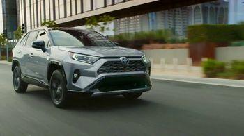 Toyota ¡Evento Hoy Es el Día! TV Spot, 'Dar un giro' canción de OutKast [Spanish] [T2] - Thumbnail 5