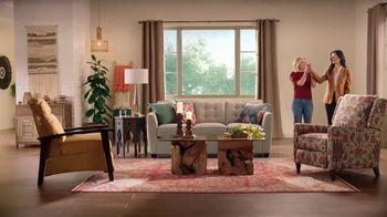 La-Z-Boy Veterans Day Sale TV Spot, 'Magic' Featuring Kristen Bell - Thumbnail 6