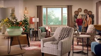 La-Z-Boy Veterans Day Sale TV Spot, 'Magic: 30% Off Everything' Featuring Kristen Bell - Thumbnail 8