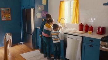 Lowe's TV Spot, Home for the Holidays: Give Back to Home' - Thumbnail 8