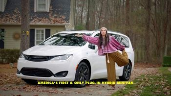 Chrysler Pacifica Family Pricing TV Spot, 'For Every Parent' Featuring Kathryn Hahn [T1] - Thumbnail 5