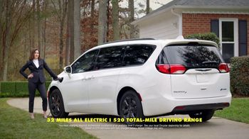 Chrysler Pacifica Family Pricing TV Spot, 'For Every Parent' Featuring Kathryn Hahn [T1] - Thumbnail 7