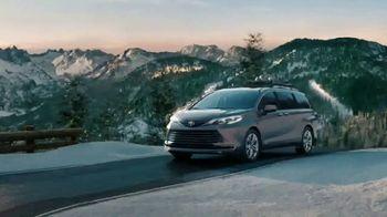 2021 Toyota Sienna TV Spot, 'Beginner Slope' [T1] - Thumbnail 3