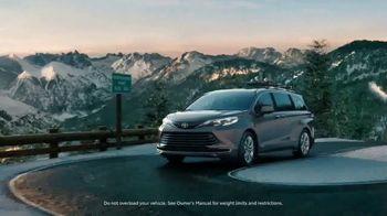 2021 Toyota Sienna TV Spot, 'Beginner Slope' [T1] - Thumbnail 4