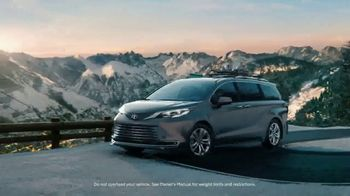2021 Toyota Sienna TV Spot, 'Beginner Slope' [T1] - Thumbnail 5