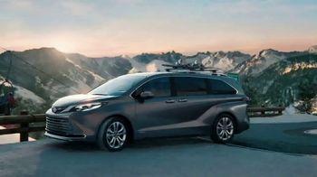 2021 Toyota Sienna TV Spot, 'Beginner Slope' [T1] - Thumbnail 6