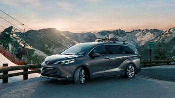 2021 Toyota Sienna TV Spot, 'Beginner Slope' [T1] - Thumbnail 7