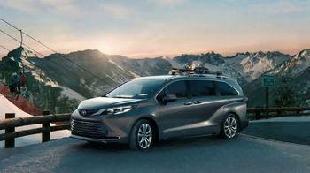 2021 Toyota Sienna TV Spot, 'Beginner Slope' [T1] - Thumbnail 8