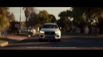 Volvo Holiday Safely Sales Event TV Spot, 'For Everyone's Safety' Song by Dan Romer [T2] - Thumbnail 5