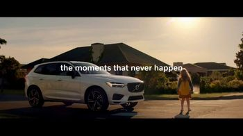 Volvo Holiday Safely Sales Event TV Spot, 'For Everyone's Safety' Song by Dan Romer [T2] - Thumbnail 7