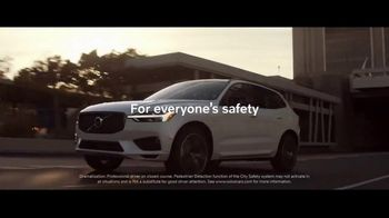 Volvo Holiday Safely Sales Event TV Spot, 'For Everyone's Safety' Song by Dan Romer [T2] - Thumbnail 9