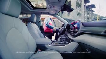 Toyota Highlander TV Spot, 'Discover New Lines' Song by The Helio Sequence [T2] - Thumbnail 8