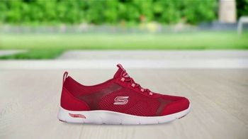 SKECHERS Arch Fit TV Spot, 'Moving Day' Featuring Brooke Burke - Thumbnail 7