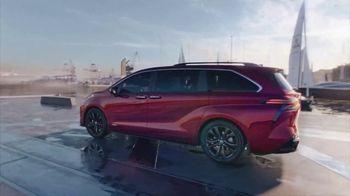 2021 Toyota Sienna TV Spot, 'Team Outing' [T1] - Thumbnail 8