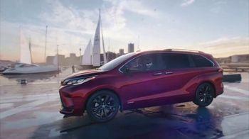 2021 Toyota Sienna TV Spot, 'Team Outing' [T1] - Thumbnail 9