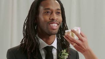 Zola TV Spot, 'Smash Wedding Planning Stress' - Thumbnail 3