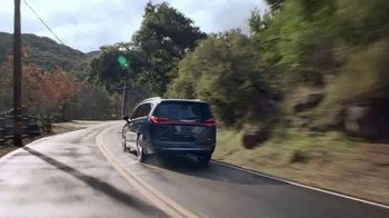 2021 Chrysler Pacifica Plug-In Hybrid TV Spot, 'Protege tu mundo' [Spanish] [T1] - Thumbnail 3