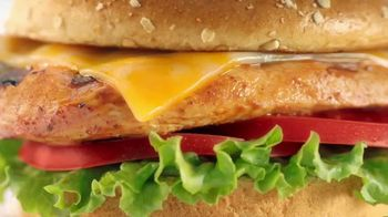 Chick-fil-A Grilled Spicy Deluxe TV Spot, 'Las pequeñas cosas: Juliana'  [Spanish] - Thumbnail 4