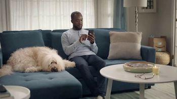 Amazon TV Spot, 'Gasta menos, sonríe más: Wade' canción de Snap! [Spanish] - Thumbnail 1